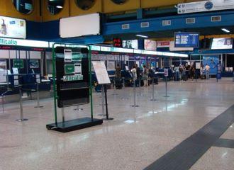 Hyrbil Lamezia Terme Flygplats